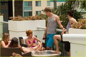 Bella-thorne-with-boyfriend-and-pals-at-poolside