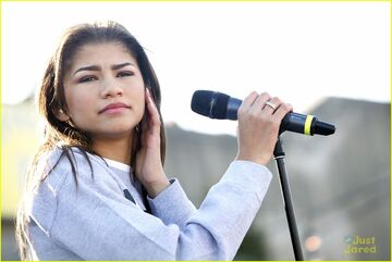 Zendaya-riverrink-opening-performer-14