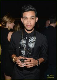 Roshon-fegan-girlfrfiend-camia-marie-chaidez-the-grove-04