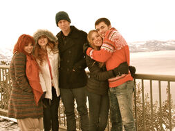 Bella-thorne-cold-place-with-family-and-friends