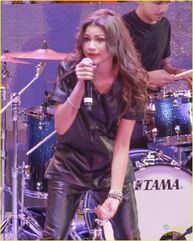 Zendaya-toys-for-teens-event-performer-20