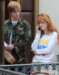 Bella-thorne-HollyWoodStyle-on-phone-with-boyfriend
