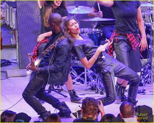 Zendaya-toys-for-teens-event-performer-14