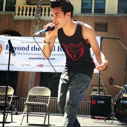 Roshon-fegan-performing-outside