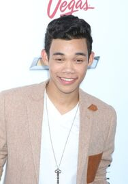 Roshon-fegan-at-billboardmusicawards-smile