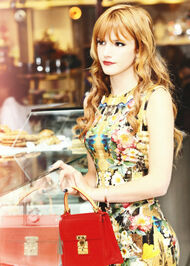 Bella-thorne-RedPurse-bakery