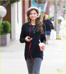 Zendaya-coleman-headphones-smoothie-necklace-down-the-street-(2)