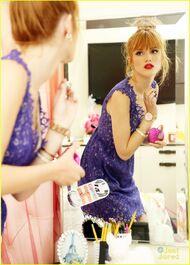 Bella-thorne-floral-blue-dress-bedroom-photoshoot-(3)