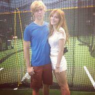 Bella-thorne-casual-with-boyfriend