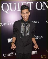 Roshon-fegan-girlfrfiend-camia-marie-chaidez-the-grove-02