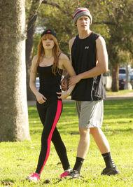 Bella-thorne-run with boyfriend (4)