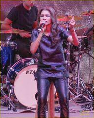 Zendaya-toys-for-teens-event-performer-15