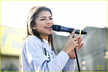Zendaya-riverrink-opening-performer-16