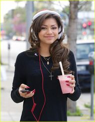 Zendaya-coleman-headphones-smoothie-necklace-down-the-street