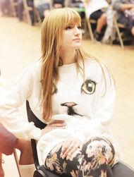 Bella-thorne-kittykatjumper