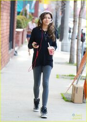 Zendaya-coleman-headphones-smoothie-necklace-down-the-street-(3)