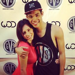 Roshon-fegan-with-fan