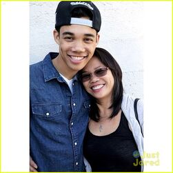Roshonfegan-thank-mom-twitter-instagrams-08