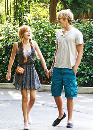 Bella-thorne-at zoo with bf