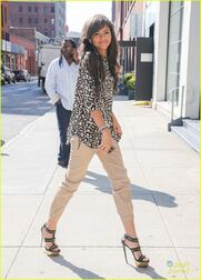 Zendaya-coleman-leopard-print-top-pretty-hair-earphones