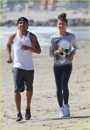 Zendaya-coleman-jogging-on-the-beach
