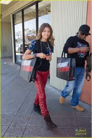 Zendaya-coleman-out-withdaddy-(2)