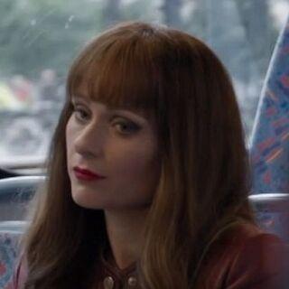 Eurus flirteando con John en el autobús