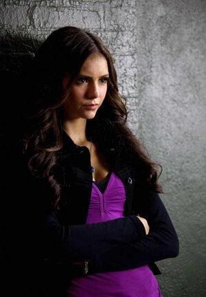 Katherine-Pierce-2x04-memory-lane-the-vampire-diaries-katherine-and-her-boys-15798557-556-800