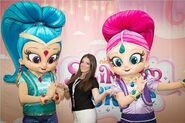 Shimmer-And-Shine-Creator-Farnaz-Esnaashari-Charmatz-With-Costumed-Characters-Nickelodeon-Preschool-Nick-Jr 2