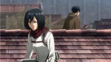 Levi y Mikasa vigilan la bodega