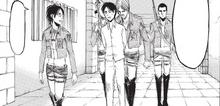 Hanji y Mike escoltan a Eren