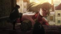 Mujer Titan antes de ser capturada
