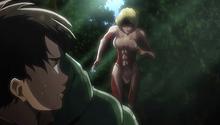 La Mujer Titán sigue al Escuadrón de Levi