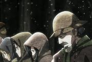 El abuelo de Armin cultivando la tierra junto su nieto, Eren y Mikasa