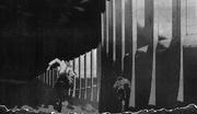 Kyklo y Cardina huyen a las murallas