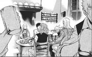 Cardina, Kyklo, Jorge y Xenophon disfrutan de la cena.