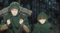 Reiner llevando los paquetes de Armin