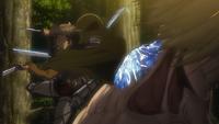 Auruo ataca a la mujer titán