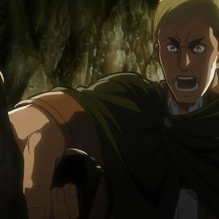 Erwin da la orden de atacar a la Titán Hembra