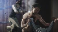 Sasha intenta cortar la nuca del titán