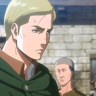 Erwin llega frustrado a Shiganshina