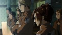 Hanji Zoe presenciando la audiencia militar de Eren