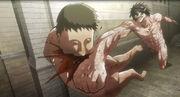Eren salva a Mikasa