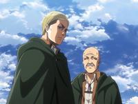 Erwin i Pyxis rozmawiają na murze Rose