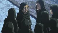Armin gibt den Soldaten Befehle