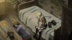 Annie sitzt neben Kemper Boltzs Leiche