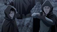Jean zielt mit einer Waffe auf die Militärpolizisten