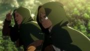 Reiner et Armin cachant leur visage