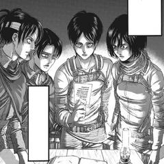 Mikasa observa una