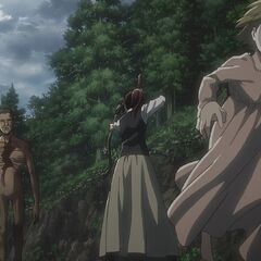Sasha protege a una niña del titán.